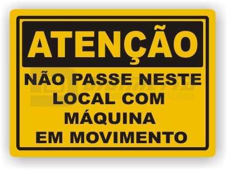 Placa: Atenção - Não Passe Neste Local com Máquina em Movimento